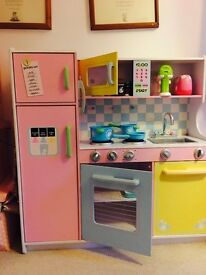 Kidscraft Childrens Wooden Kitchen - Perfect Conditon, needs a budding chef