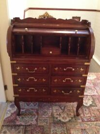Beautiful Italian Style roll top writing bureau with queen anne legs.