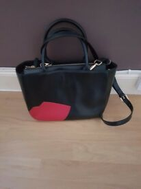 LuluGuinness handbag never beenused excellent condion