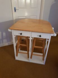 Shabby extendable dining table