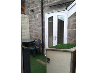 Studio apartment TO LET. 1 Bed ground floor flat with outdoor space. Fully furnished
