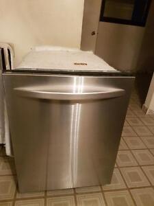 Lave-vaisselle kenmore intérieur et extérieur stainless fonctionne très bien   Possibilité de livraison avec supplément