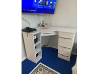 White corner desk with HIGH GLOSS draws
