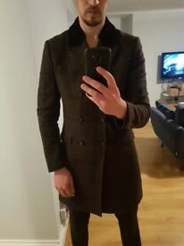 Very stylish brownKOOPLES mens smart designer coat with fur collar (size: Medium) only worn 4 times.