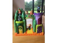 Wizard of Oz Mega Bloks set that plays music, has flashing lights and is in excellent condition