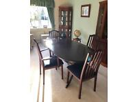 Dining table, extendable with 6 chairs