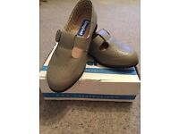 Brand New Ladies Cosyfeet Size 8