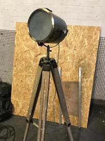 Wooden tripod spotlight lamp