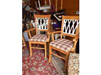 2x chairs with arms