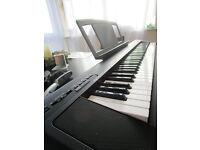 YAMAHA NP 30 PORTABLE GRAND PIANO KEYBOARD w/ YAMAHA GIGBAG CARRY CASE NEAR MINT CONDITION