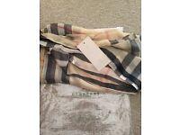 Burberry neck scarf