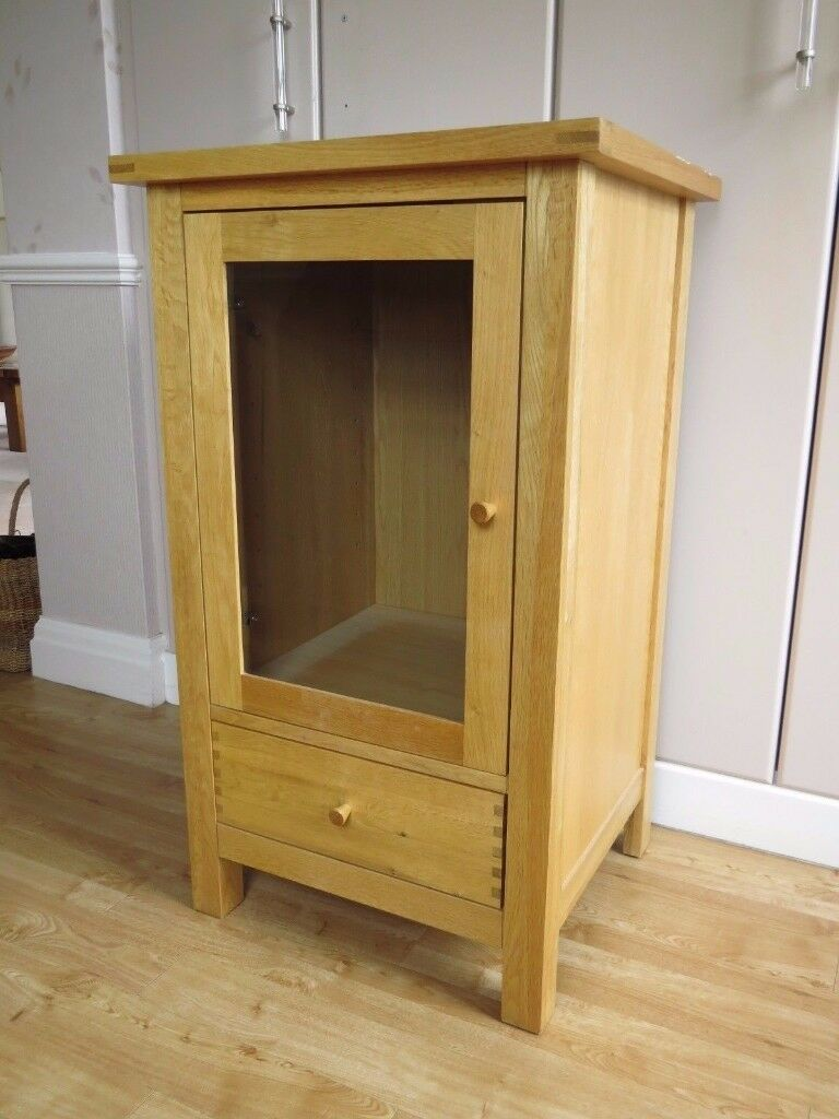 SOLID OAK HI FI / DISPLAY UNIT