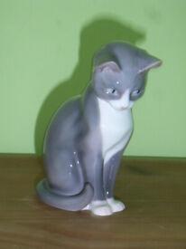 "Vintage Bing & Grondahl B&G Grey Gray White Seated Cat Kitten 5"" Figurine #1876"