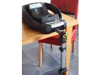 Isofix Base and Maxi Cosi Car Seat