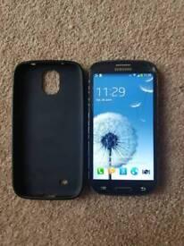 Samsung Galaxy S3 UNLOCKED with minor crack