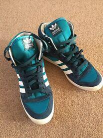 Adidas Originals men size 7.5 brand new