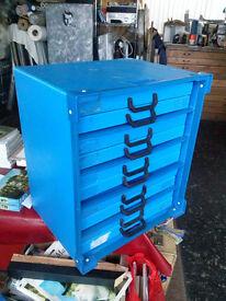 Portfolio plan chest for storing paper and artworks