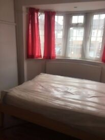 large ensuite double room to let near wembley park