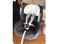 Maxi Cosi 2-Way Pearl Car Seat AND 2-Way FamilyFix Isofix Base