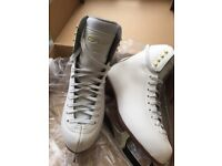 Girls Graf size 4 ice skates in very good condition