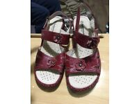 Red flat Sandals in red 5