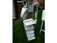 manicure trolley with magnifying lamp