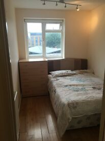 LARGE SINGLE ROOM IN BATTERSEA ,AVAILABLE NOW