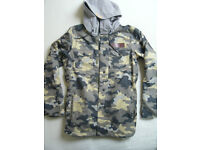 mens NEW WITH TAGS OAKLEY division CAMO snowboard insulated jacket. small