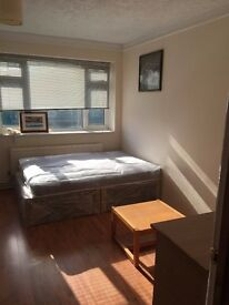 IDEAL LOCATION, 2 NICE ROOMS IN VAUXHALL