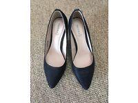 Black shimmer high heel shoes - size 5
