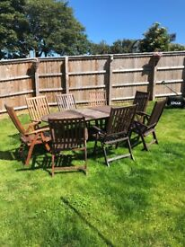 Oxfordshire Extendable table and 8 chairs.