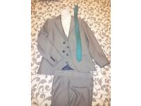 Three peace suit +shirt+tie,grey suit,white shirt,blue tie for 10 years old,perfect condition,used 1