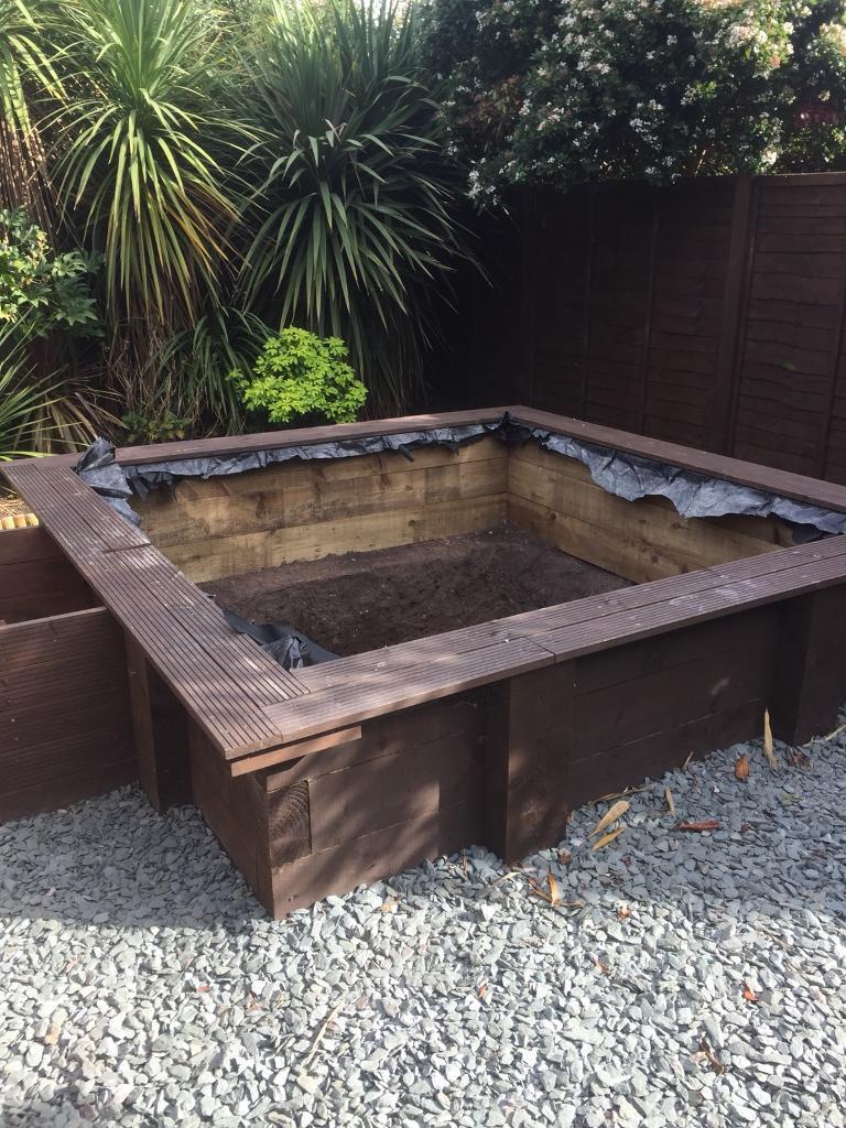 Large pond / wooden frame / sandpit...