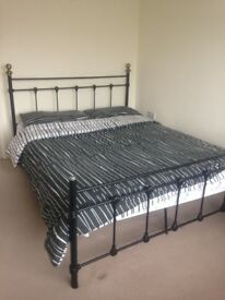 Double bed room to share in an Indian Family home