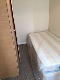 Rooms to rent 10mins walk from Canning Town Station. Cleaners + Wifi included.