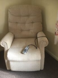 COMFORMATIC (VEVADA) FABRIC RISER RECLINER ARMCHAIR. HEAT AND MASSAGE MOBILITY LIFT CHAIR