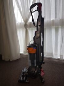 Dyson DC 25 up right bag less