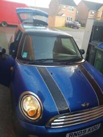 Blue Mini Cooper 1.6