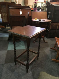Endearing Vintage Rustic Solid Oak Scalloped Edge Barley-Twist Occasional/Side Table