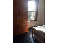 =-CR7-= NEW HOUSE MATES=SOCIABLE FRIENDLY HOUSE 2 KING SIZE VERY LARGE DOUBLE ROOM = NO BILLS £550