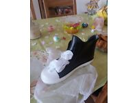 Ladys rain boots black trainers