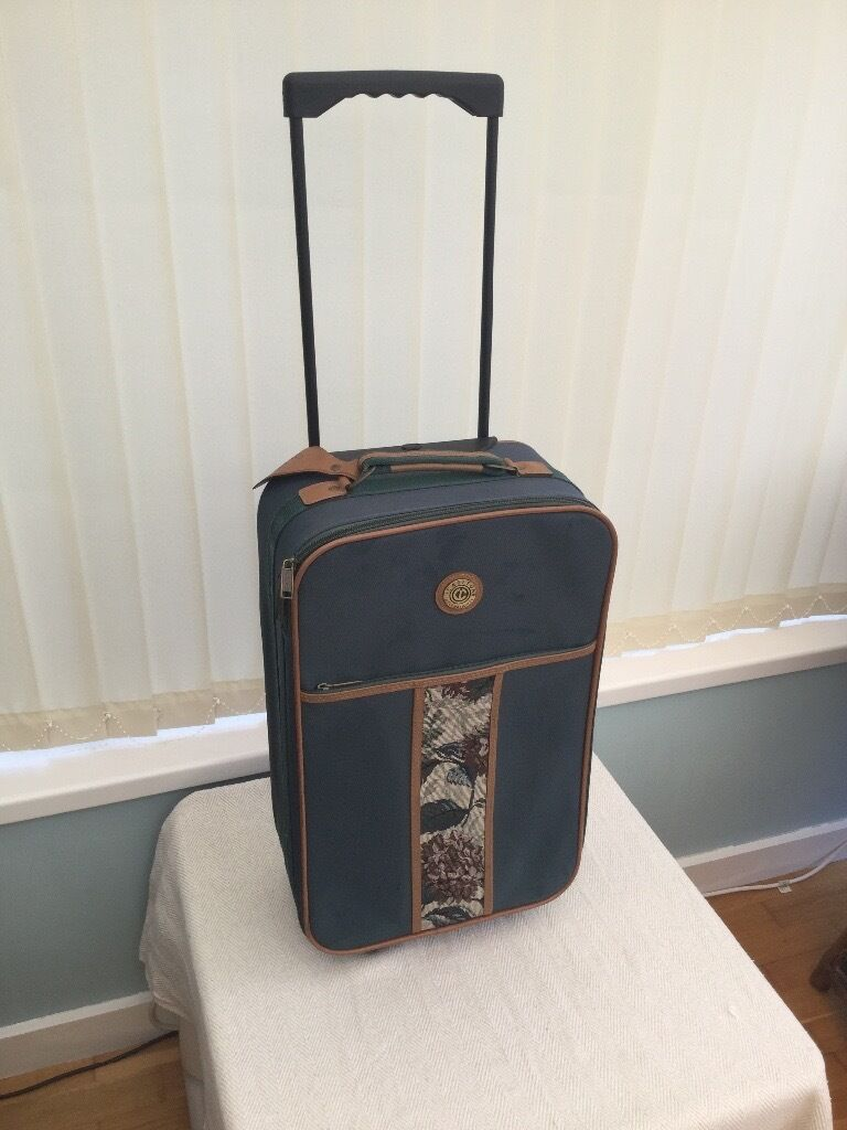 PULL ALONG SUITCASE CHOICE OF FOURin BridgendGumtree - CHOICE OF FOUR PULL ALONG SUITCASES ALL IN VERY GOOD CONDITION WITH RETRACTABLE HANDLE AND POCKETS, IDEAL FOR LONG WEEKEND BREAK OR FLIGHT BAG PLEASE INBOX DETAILS OF CASE YOU ARE INTERESTED IN £10 EACH TO VIEW PLEASE CALL OR TEXT ME ON 07968 868084