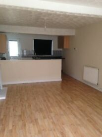 2 bed house,to rent with garden,combi ,boiler,oak floors downstairs