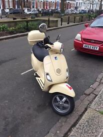 Piaggio Vespa LX 125 2010 reg four stroke classic cream white with back box quick sale