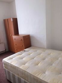 DOUBLE ROOM IN PRIME LOCATION!!