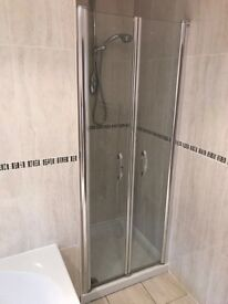Five piece bathroom set excellent condition
