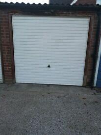 Garage to rent in Chertsey £110 pcm