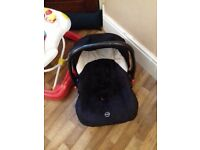 Baby car seat used but in very good condition