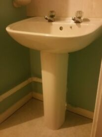 Good quality ceramic Bathroom sink with pedestal. Champagne colour. Good size and condition