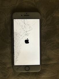 Apple IPhone 7 in Gold on EE network, smashed screen